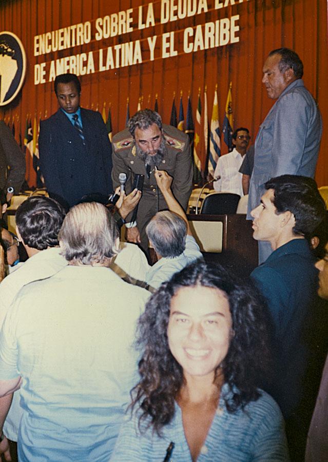 No primeiro Encuentro Sobre la Deuda Externa, em Cuba, em 1985. Ao fundo, o presidente Fidel Castro
