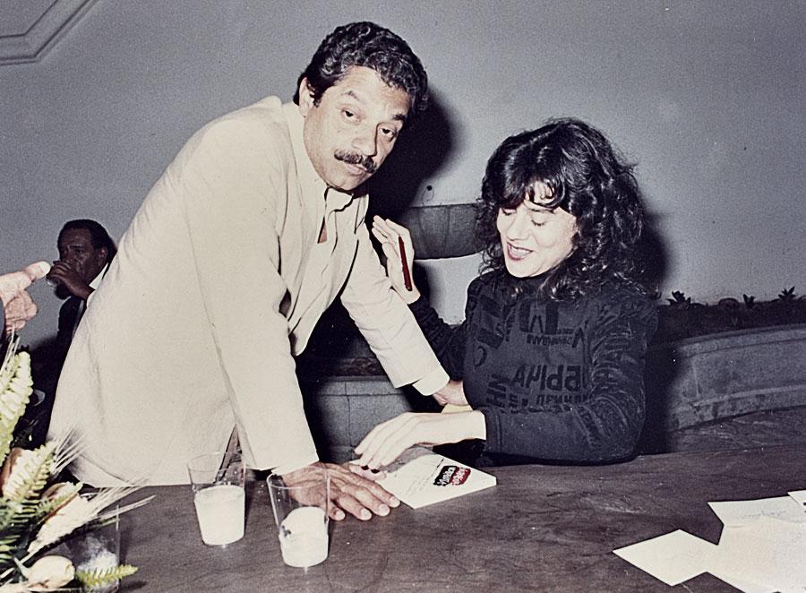 Autografando o livro Nicarágua Nicaraguita para Marcelo Cerqueira, cunhado de Leila Diniz,