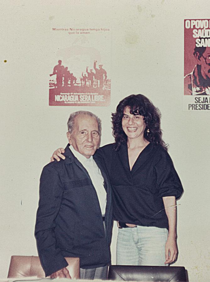 Com Luís Carlos Prestes, no ato em prol da Nicarágua sandinista contra revolucionários, no Rio de Janeiro, nos anos 80