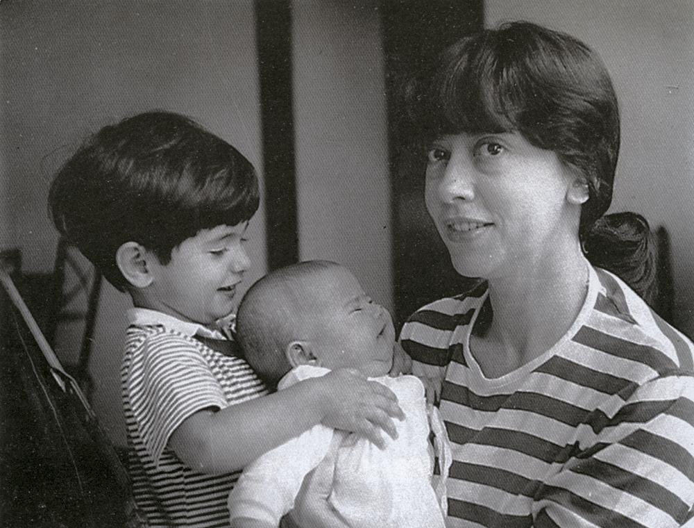 Com os filhos, Claudio e Nanda, recém-nascida