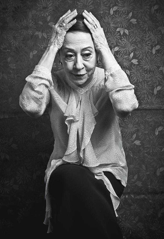 """""""Meu Deus,  como estou parecida  com a Simone  de Beauvoir!"""", disse ao  ver esta foto  do ensaio"""