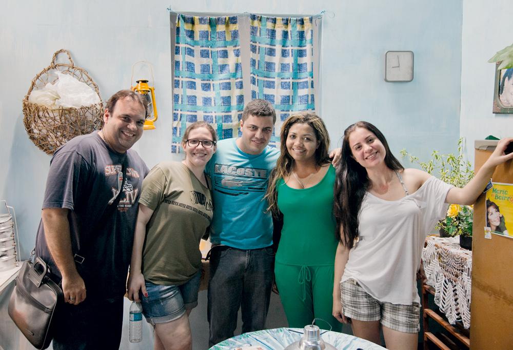 """Com a equipe do clipe de """"Xirley Xarque"""". À dir., a diretora Priscilla Brasil"""