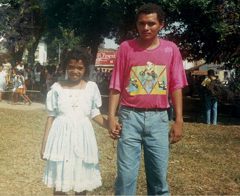 Aos 8 anos, com um primo, na praça da República, em Belém, na tradicional procissão do Círio de Nazaré