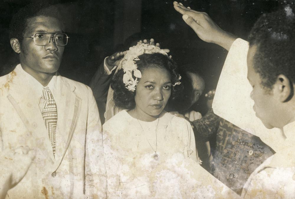 Seu Conrrado e dona Elza, pais de Gaby, no casamento deles, em 1977, um ano antes de a cantora nascer