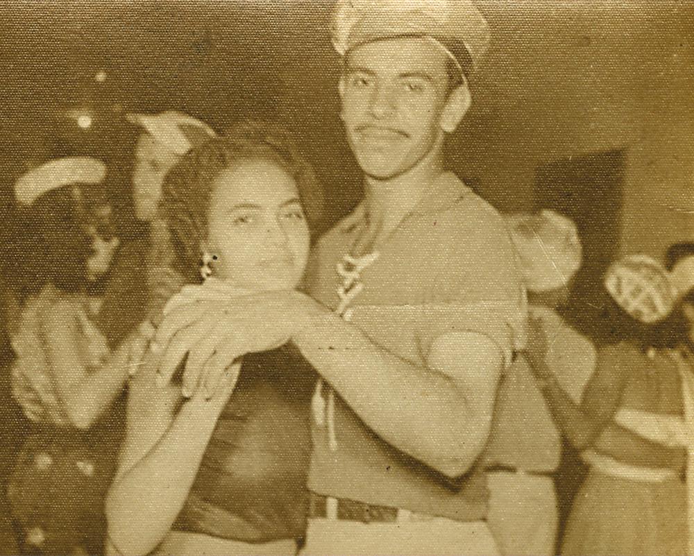 Os pais de Ronaldo, Luzia e José, dançando no Carnaval de 1952