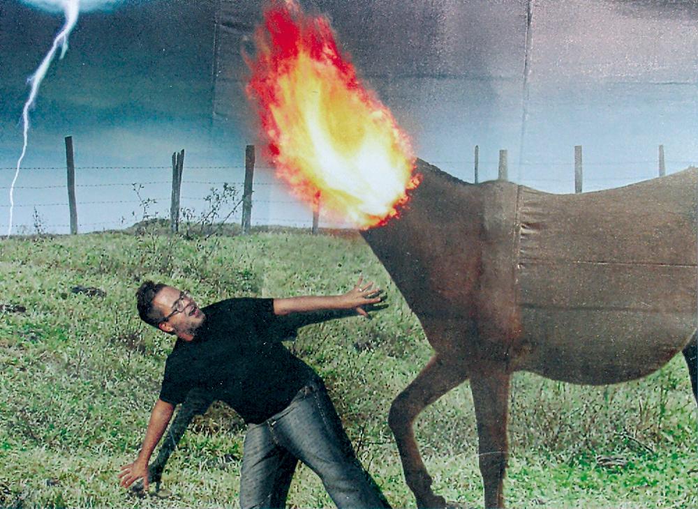 No Festival de Arte Serrinha, Ronaldo fez questão de posar em uma montagem com a mula sem cabeça. O personagem é tão querido pelos filhos dele que acabou virando estampa de uma de suas coleções infantis
