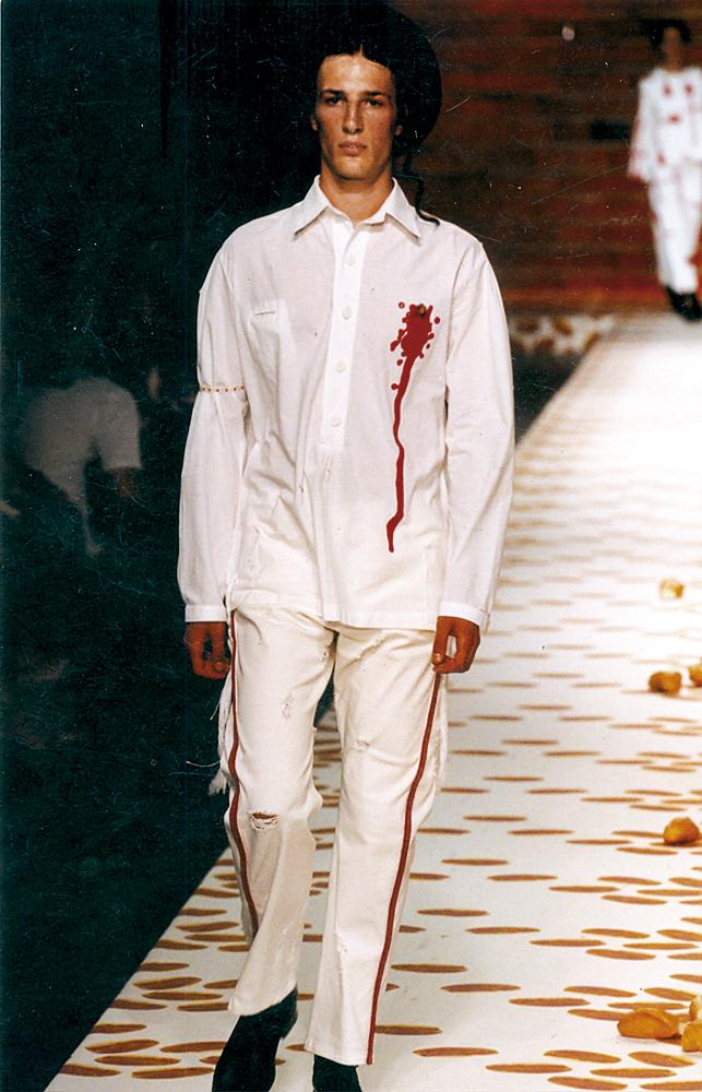 """Momentos do SPFW: em 2001: no desfile """"Rute Salomão"""", dedicado aos judeus"""