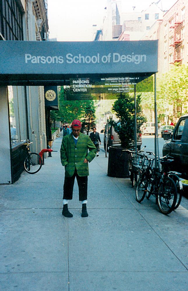 Em frente à Parsons, em 1992