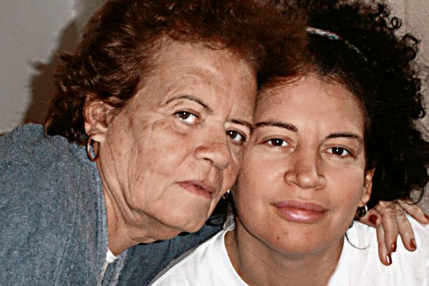 Com a mãe, dona Joemia