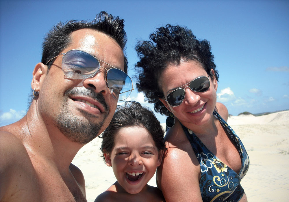 Com o marido, Daniel, e o filho, em viagem de férias