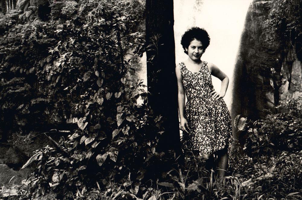 Aos 26 anos, Viviane posa para Alex Krusemark, na cachoeira de Matilde, no Espírito Santo