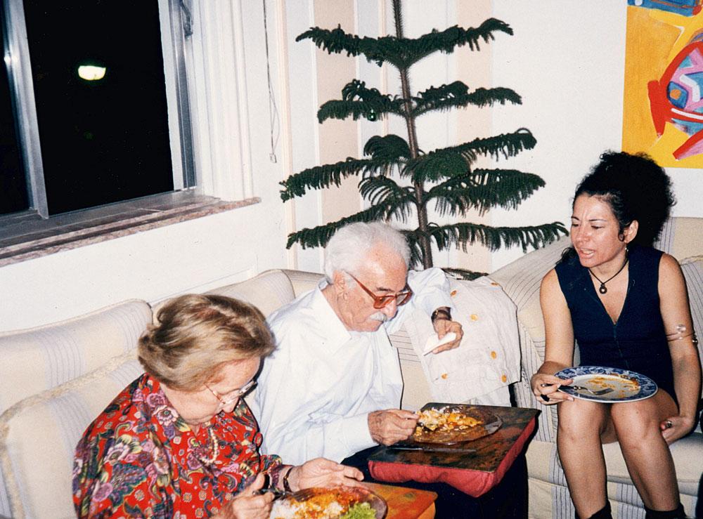 """Em 1996, quando conheceu o poeta Manoel de Barros, na casa de Elisa Lucinda. """"Depois de ler meu livro Toda palavra, ele me abraçou e disse: 'Parabéns, minha filha, você é uma poeta'. Pedi então que fizesse a apresentação do livro, publicado em 97, e ele disse: 'Você não precisa disso, segue seu caminho sem se preocupar com elogios ou críticas'"""""""