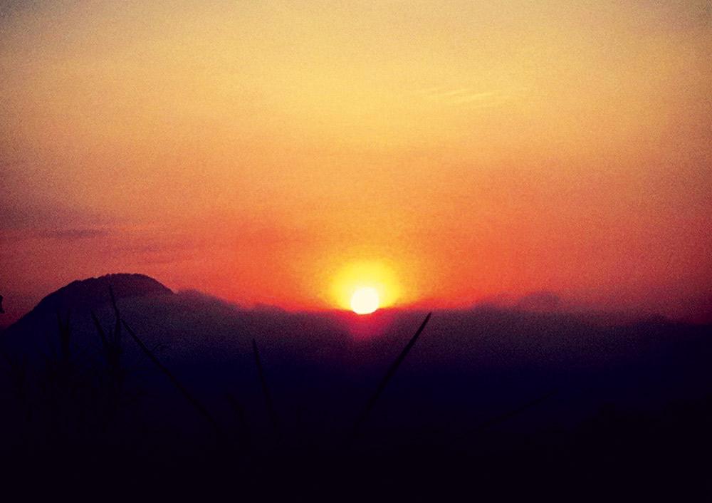 """""""Adoro ver o nascer do sol e hoje está muito bonito"""""""