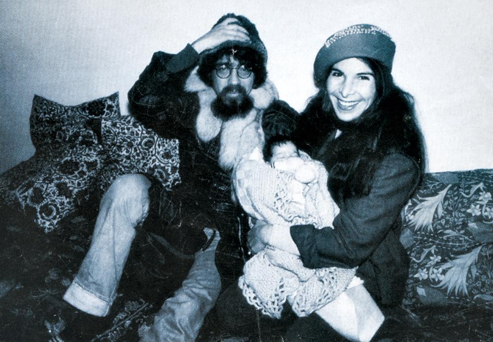 Raul, Kika e Vivi, com 2 meses, na casa que moraram no Brooklin, em São Paulo, em 1981.