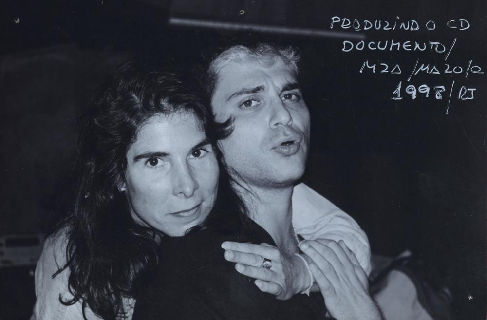 Com Roberto Frejat, no estúdio MZA, do produtor Mazola, na gravação do CD Documento Raul Seixas, em 1998