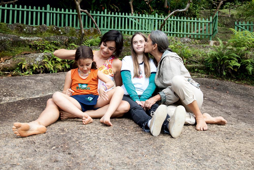 No sítio Santo Antonio, a filha Rosa, Belita, Maia, uma de suas irmãs, e a mãe, Maria Izabel