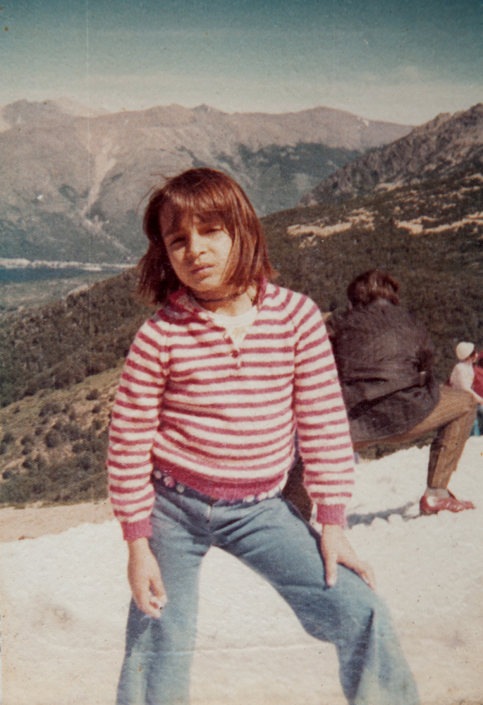 """Aos 4 anos, na Argentina, onde a família morou no ano de 1974. """"Foi uma experiência marcada pelo espírito hippie. No verão, pulávamos de camping em camping e, no inverno, ficávamos numa casinha em Bariloche"""""""