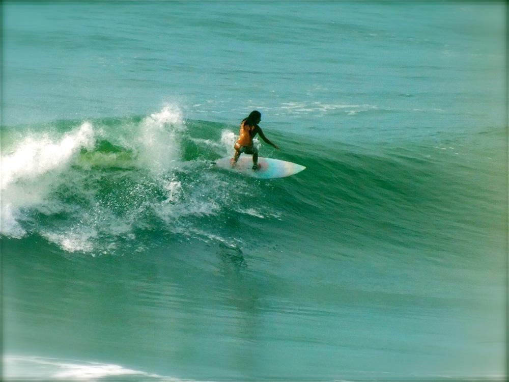 """""""Tomei café e já fui para a praia – surfo desde os 13 anos e ando de skate também."""""""