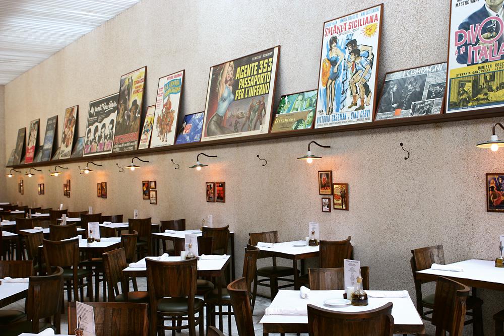 """Restaurante Forneria - """"É um lugar delicioso. Logo que chegamos, a Manu, minha filha, vai correndo para a cozinha e se diverte preparando as minipizzas."""" Vai lá: r. Aníbal Mendonça, 112, Ipanema, (21) 2540-8045"""
