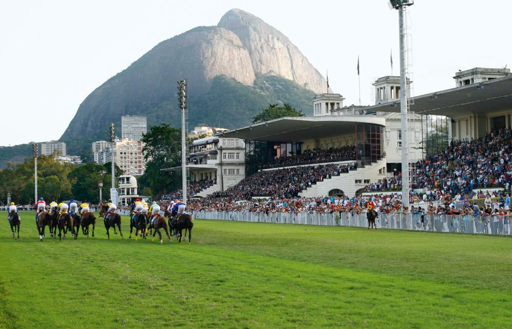 Jockey Club Brasileiro - Sempre vamos a um restaurante que fica na parte de cima do Jockey, que é o mais gostoso, e as crianças podem ver os cavalos. Vai lá: r. Mario Ribeiro, 410, Lagoa, (21) 3534-9500