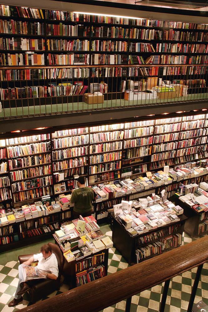 """Livraria da Travessa - """"É onde conseguimos almoçar e ler alguns livros enquanto as crianças ficam na área infantil."""" Vai lá: www.travessa.com.br"""