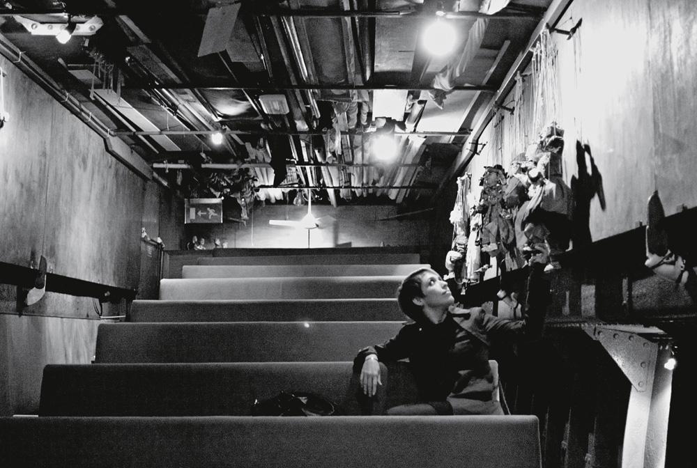 """Diana Botello, MÍDIA DESIGNER, e Michell Zappa, estrategista de tecnologias emergentes: """"Gostamos de pedalar pelo Regents Park  e pelo mercado Camden Lock até Little Venice – que é um dos lugares mais tranquilos  de Londres. No verão, barquinhos estacionados  ao longo do rio funcionam como restaurantes e cafés. Um deles é um teatro de marionetes, onde vimos  A tempestade, de Shakespeare. Em dias sem chuva, o teto abre enquanto passeia pelo canal.""""  Vai lá: www.lvcc.co.uk"""
