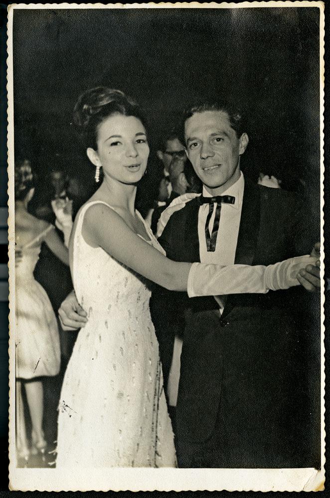 dançando com o irmão José Maia, no baile de formatura