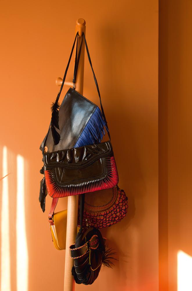 Na moda - Detalhe das bolsas da Gibb, marca de Fawsia