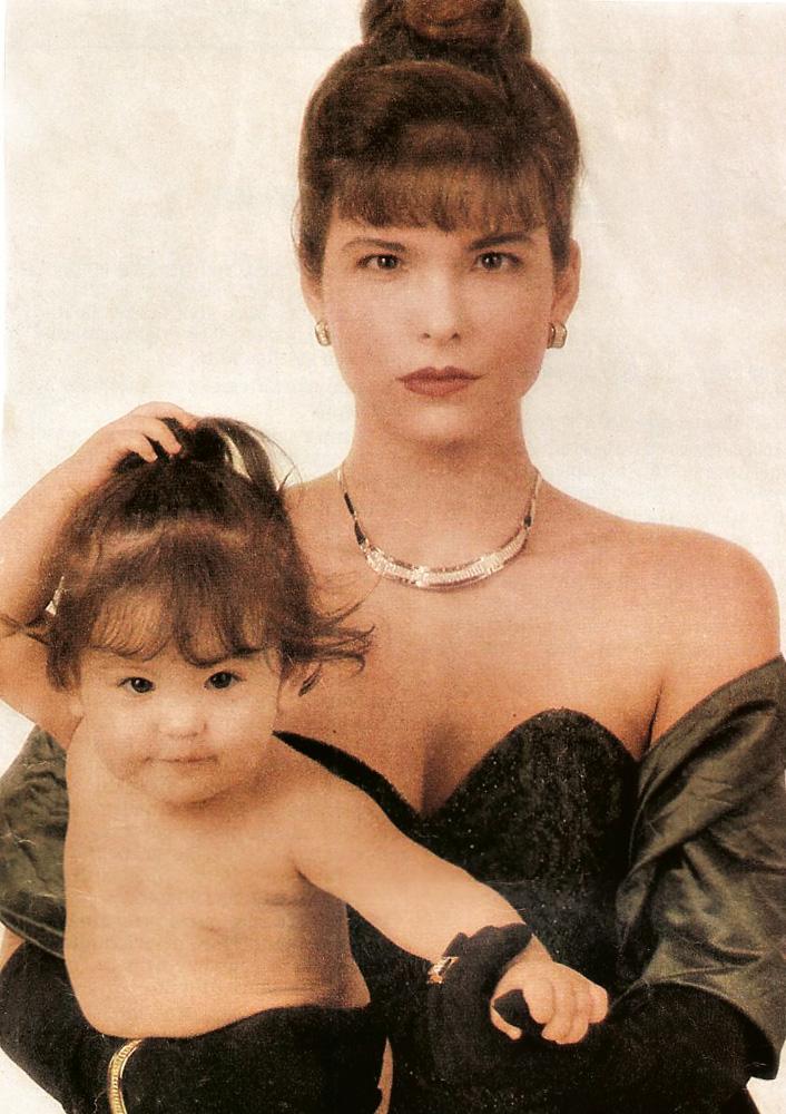 À esq., com Rafaela, em 1988, para a revista Desfile