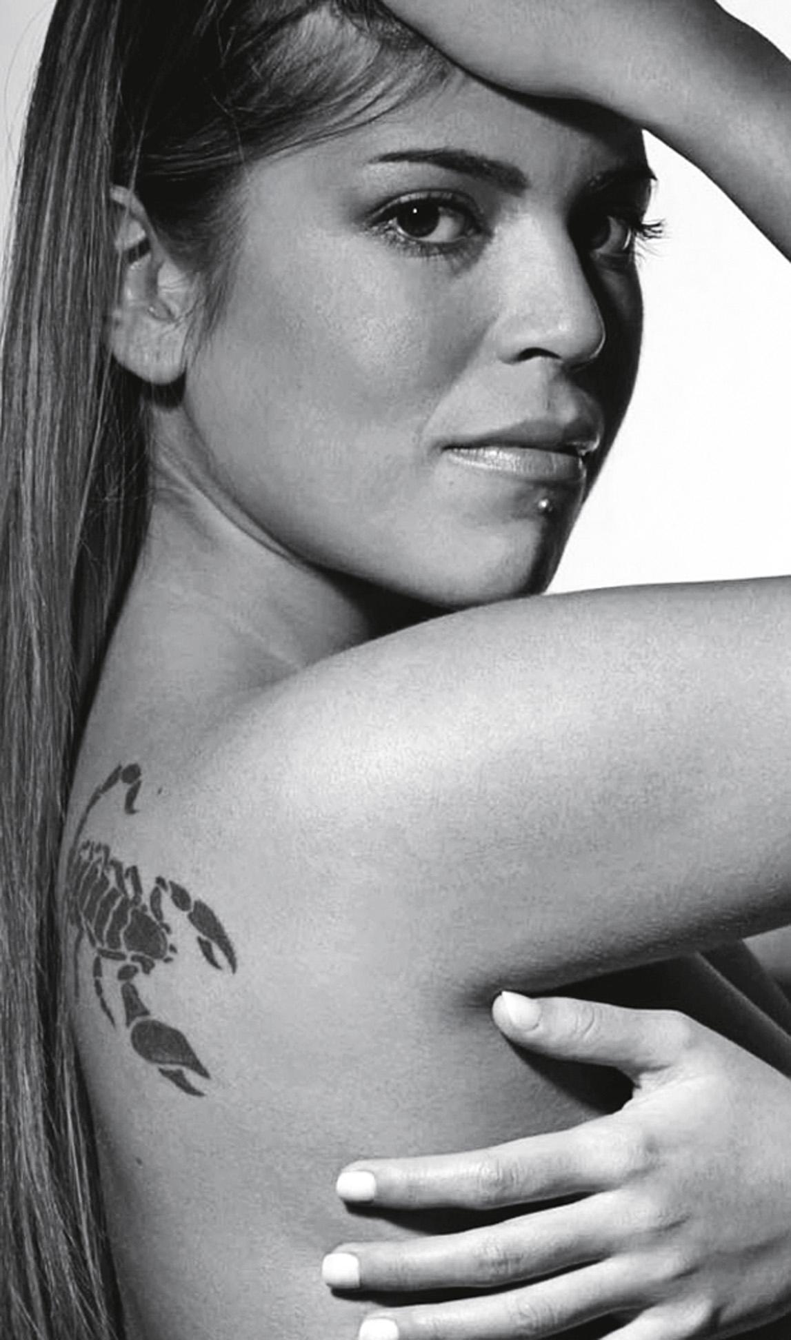 """""""Buttons,  The Pussycat Dolls. Buttons tem um ritmo gostoso e é ótima para fazer striptease! Com ela, não tem como uma mulher não se entregar à sensualidade.""""  Raquel Pacheco, 27 anos, escritora"""