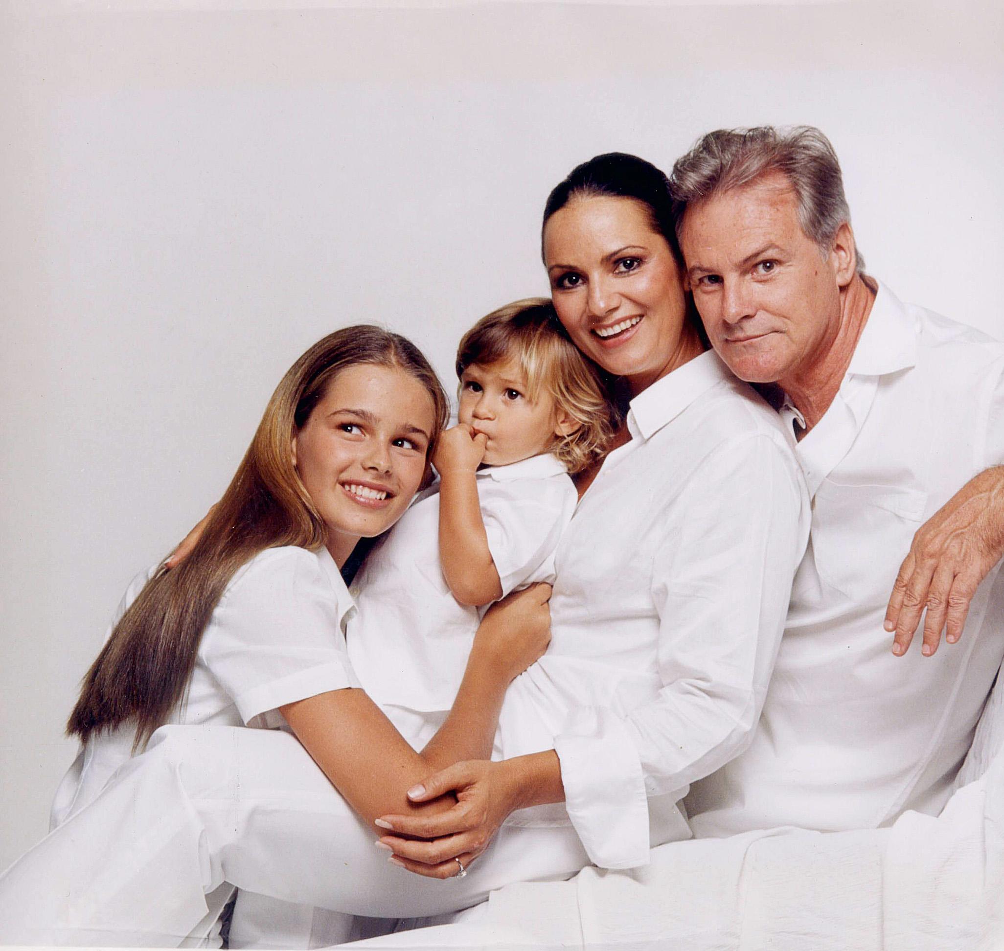 família reunida: Yasmin, Antônio, Luiza e Armando, em 2000