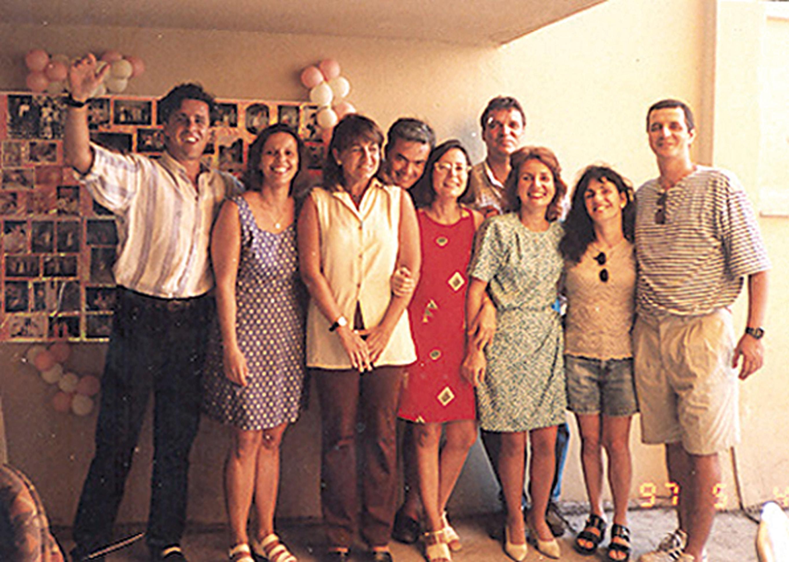 Comemorando os 40 anos com os irmãos, os primos e os pais, em 2000