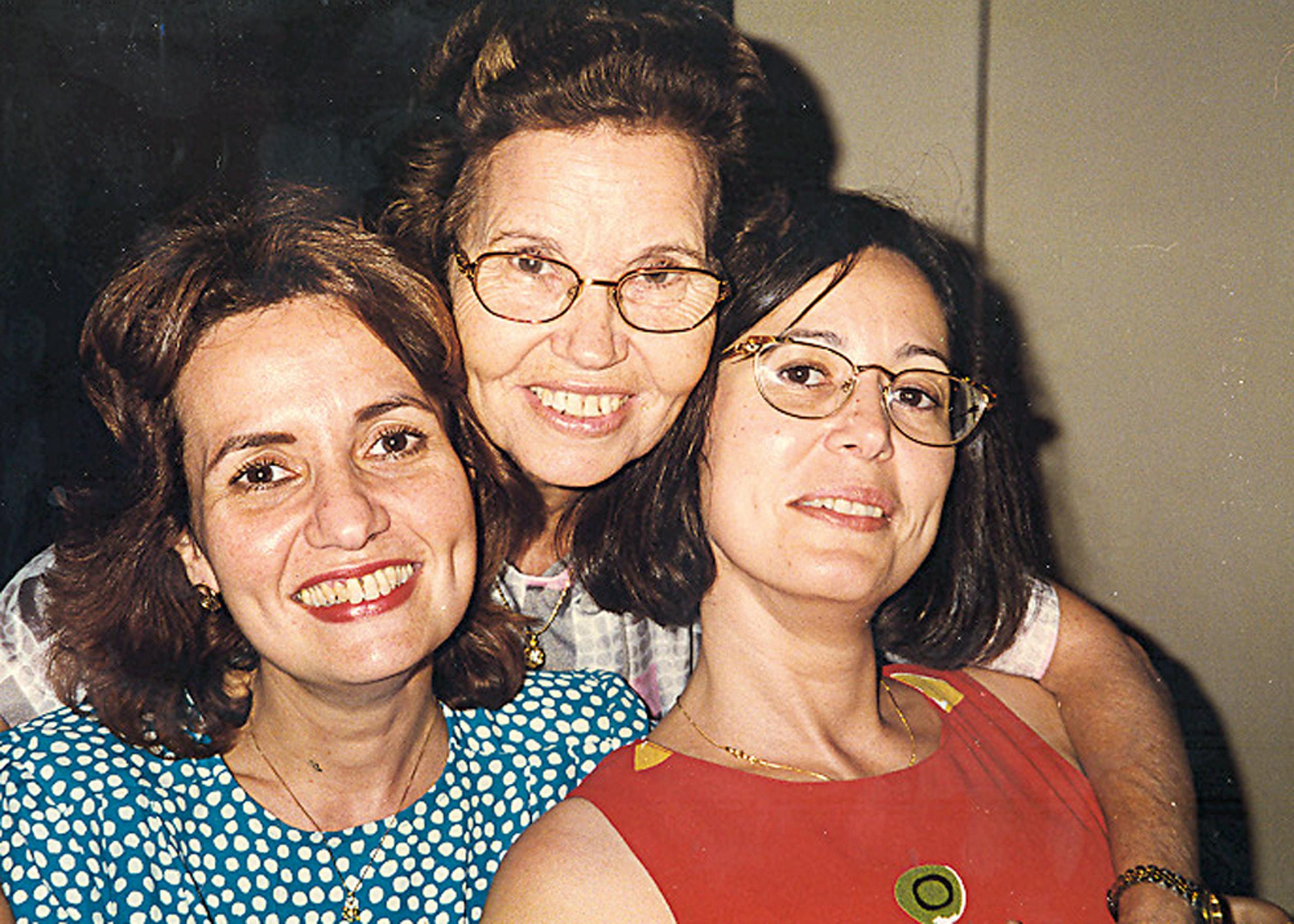 Com a mãe, Maria Emilia, e a irmã, Fátima