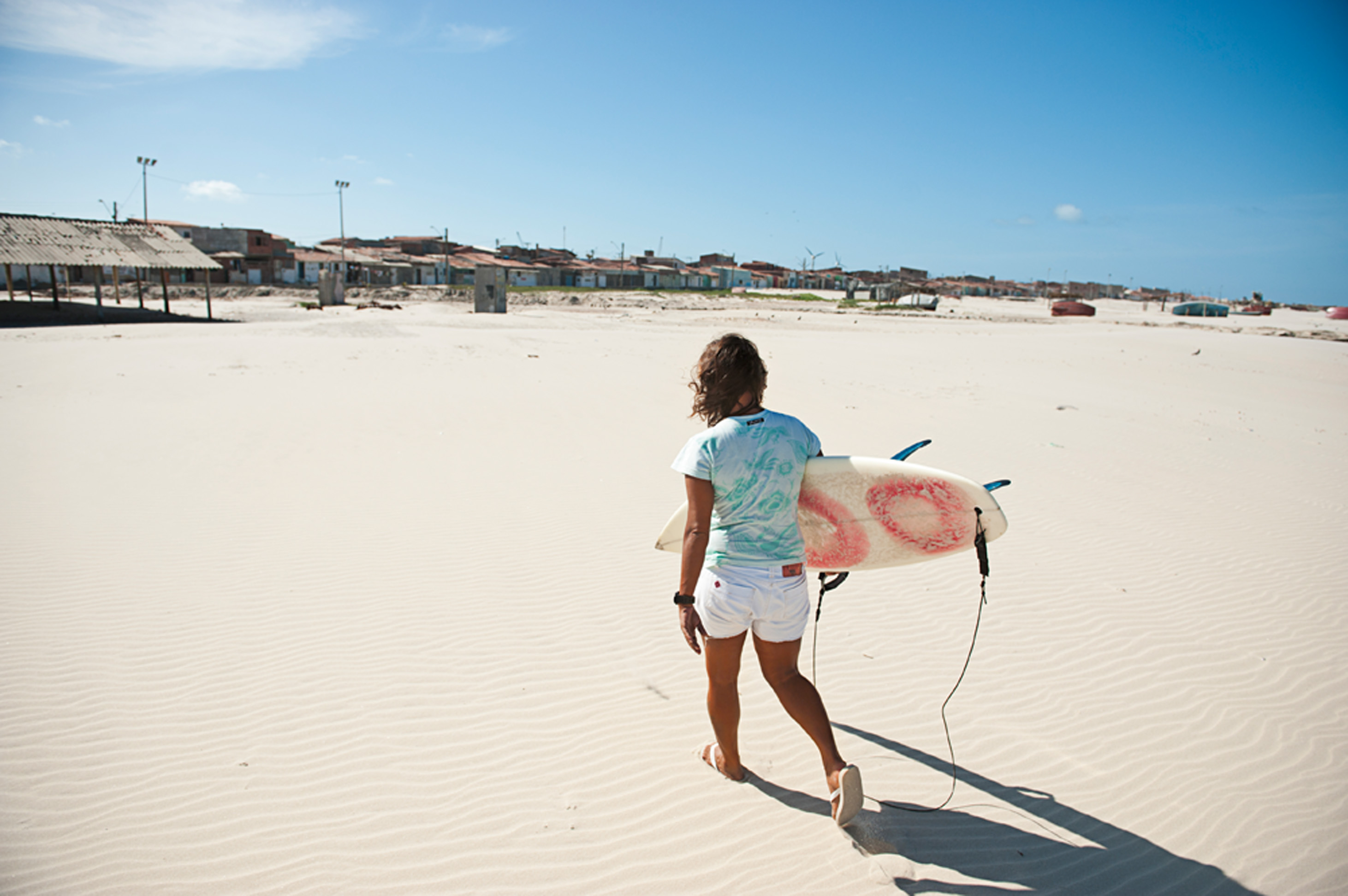 Nas areias do Titanzinho, em Fortaleza, onde mora