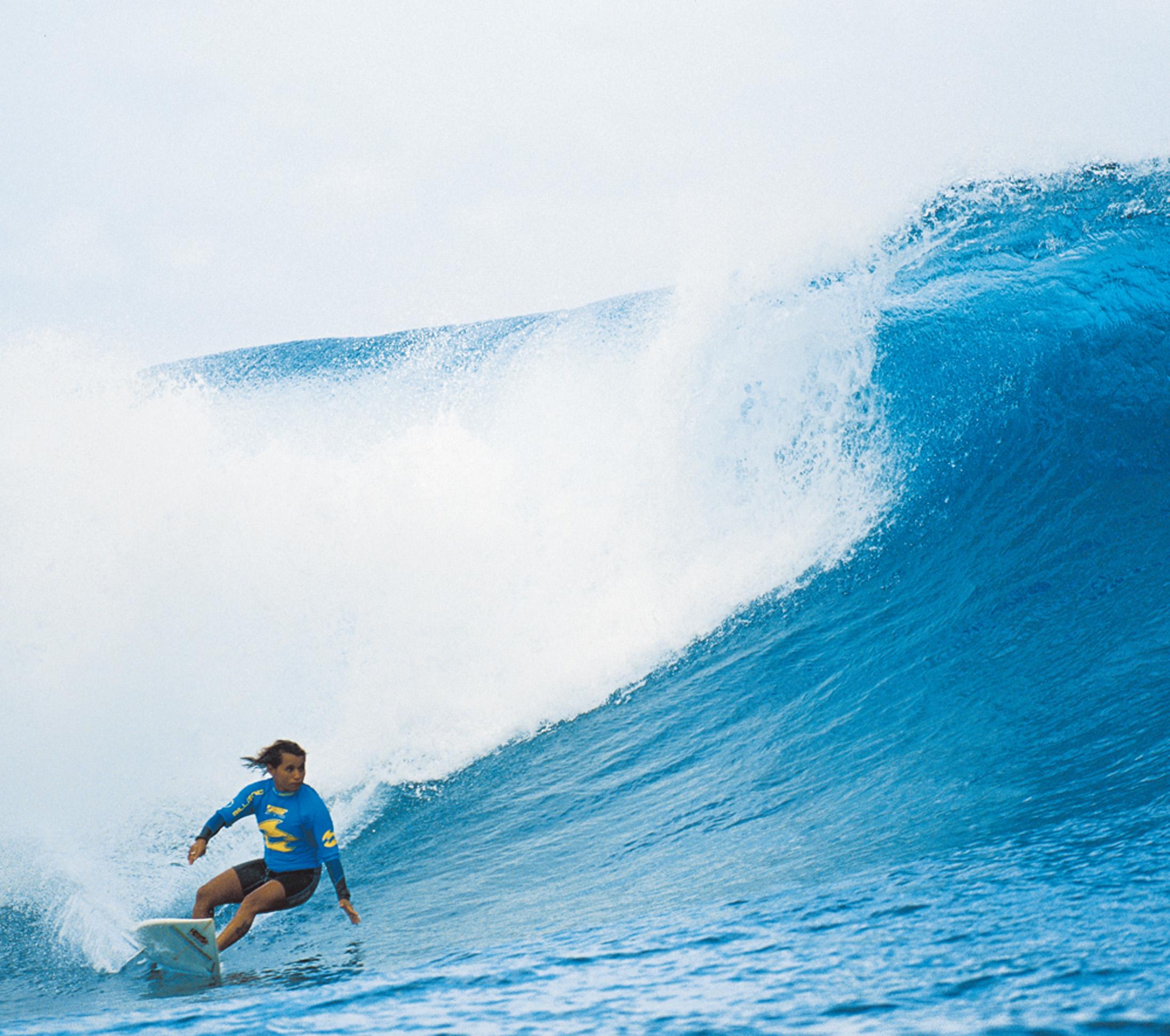 Em 2011, competindo no Mundial Feminino, em Teahupoo, no Taiti, um ano após ser campeã do Super Surf