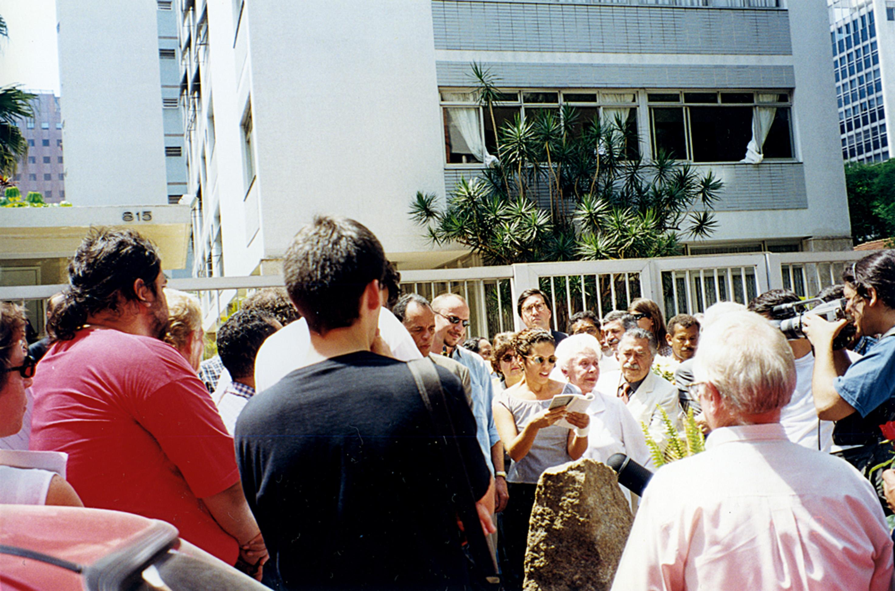 ato de 1998 pela memória da morte de Carlos Marighella, na alameda Casa Branca, em São Paulo