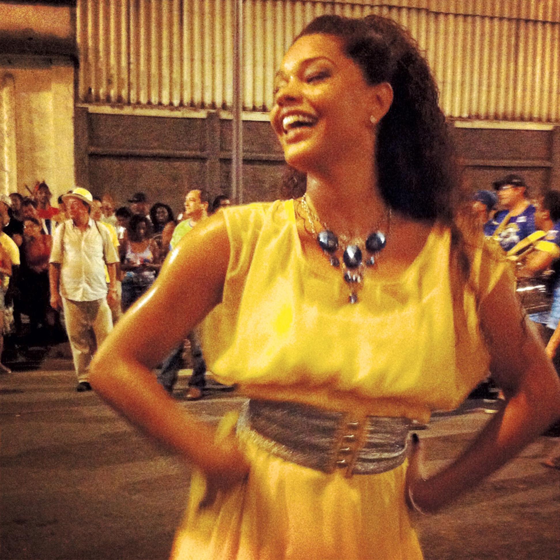 22:00 - O dia termina com... samba! Este é o ensaio de rua, que rola às quintas. Morei na Tijuca na minha infância, amo!