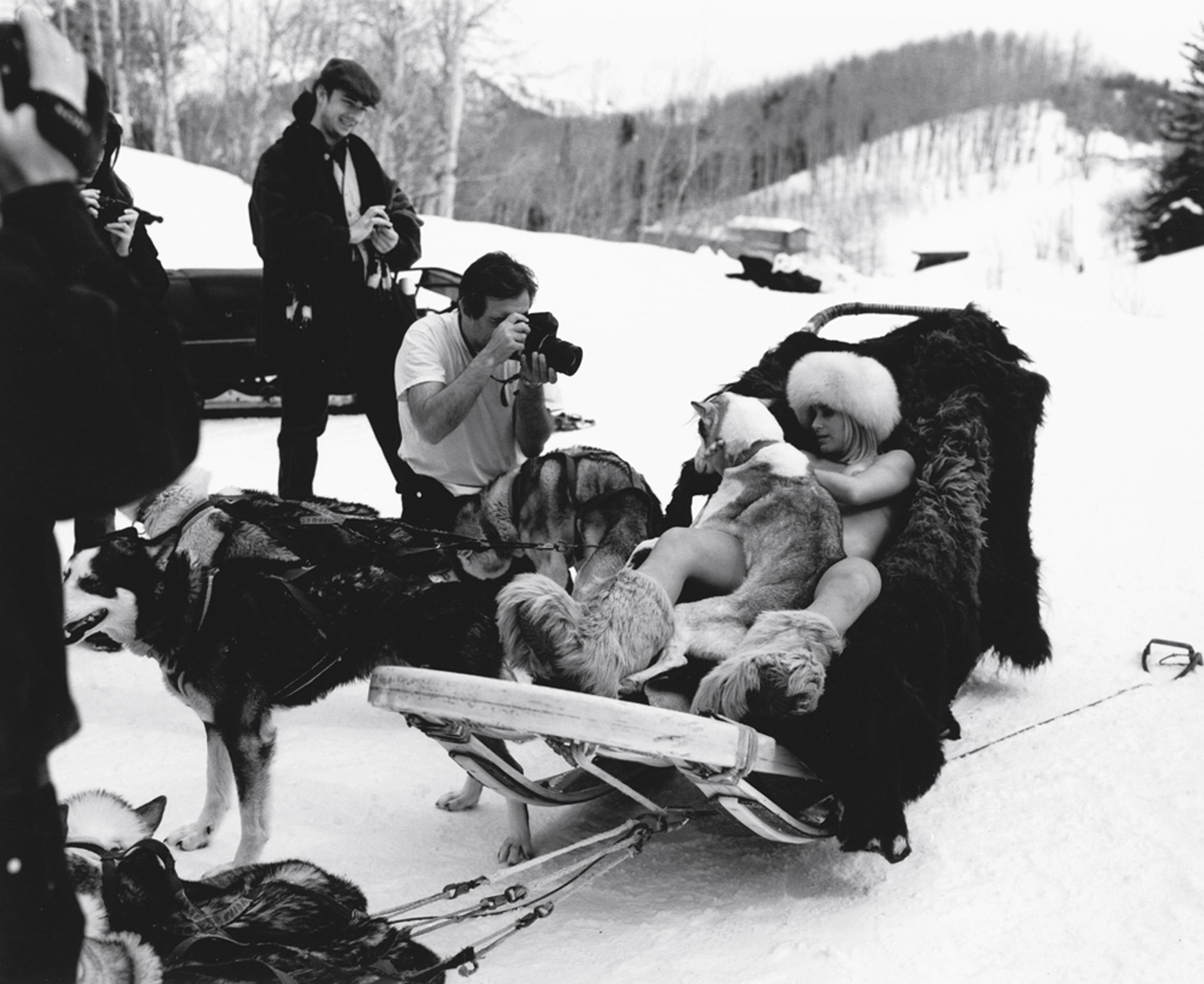 Em Aspen, fotografando a atriz Paula Burlamaqui para a Playboy