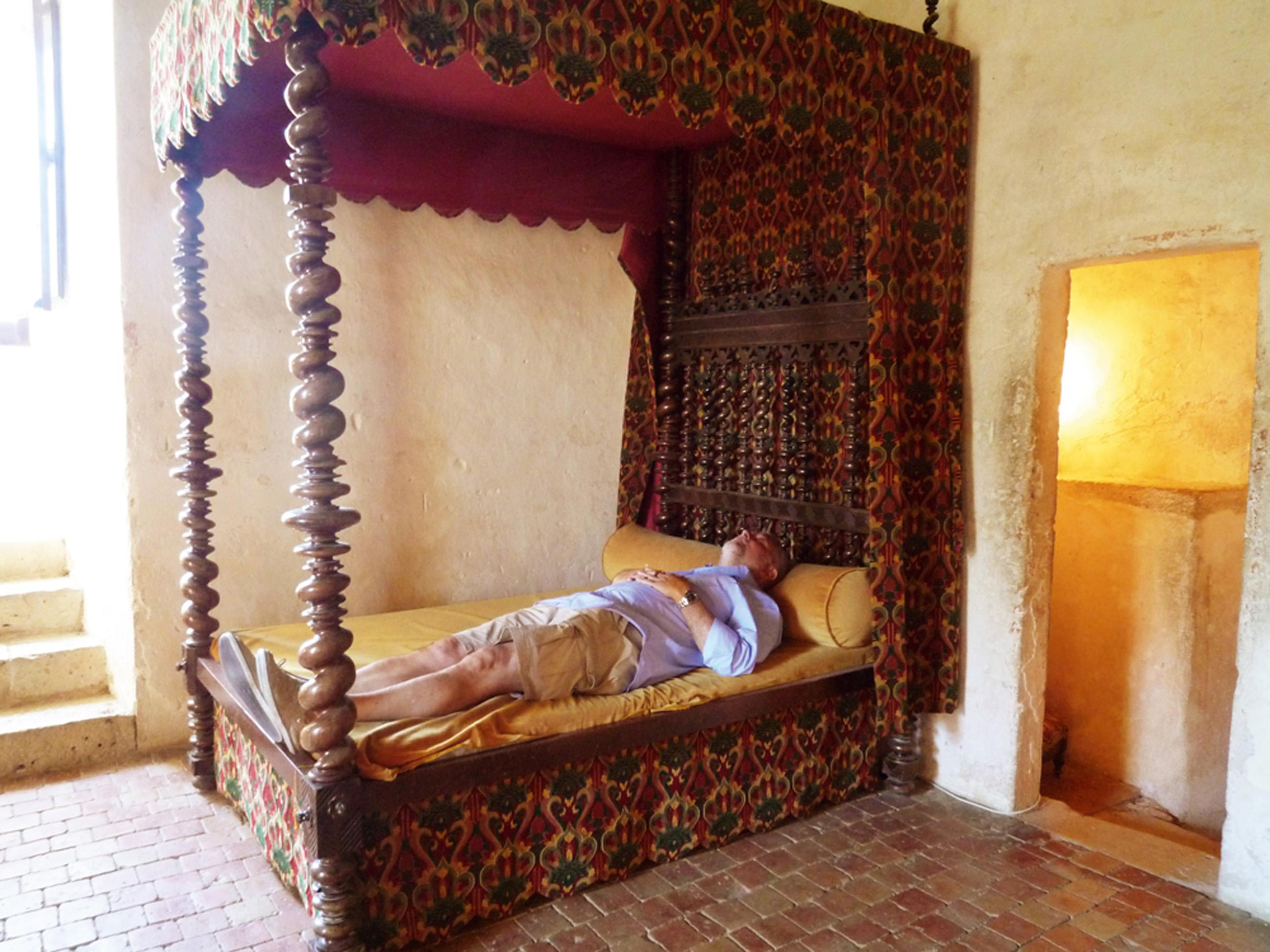 Foto proibida na cama do escritor francês Michel de Montaigne, em Bordeaux, na França, no ano passado