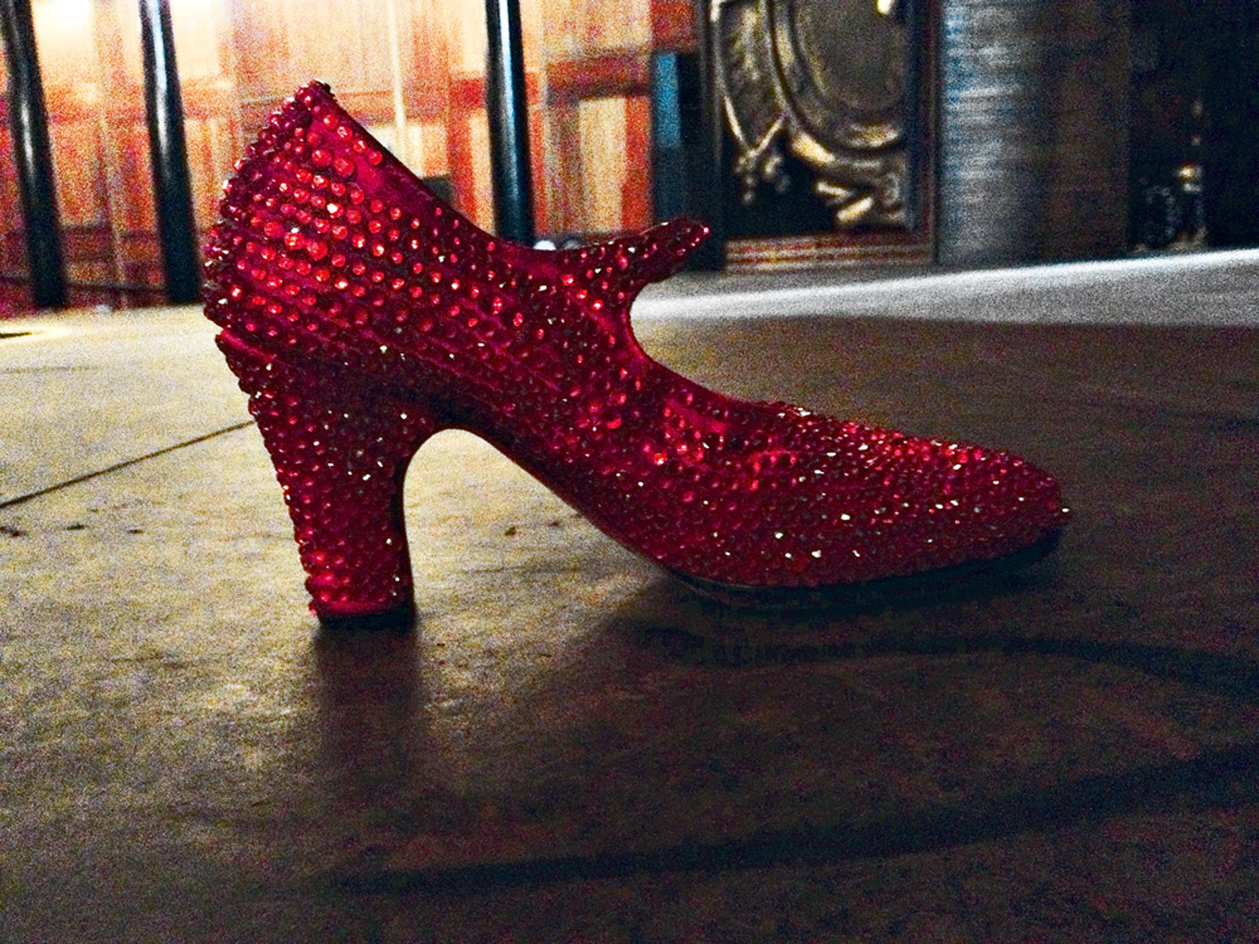 """14:30 - """"... onde os sapatinhos vermelhos da Dorothy me esperam..."""""""