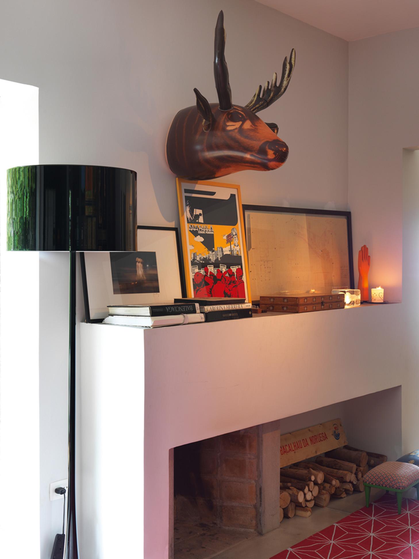 Peça-chave: O alce inflável foi comprado no Brooklyn, em Nova York. A luminária é da marca Flos