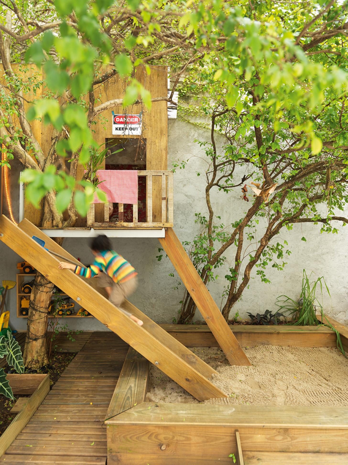 Faz-tudo: A casinha da árvore foi construída à mão por Fabio como presente para o filho mais velho, Mathias, em seu aniversário de 2 anos