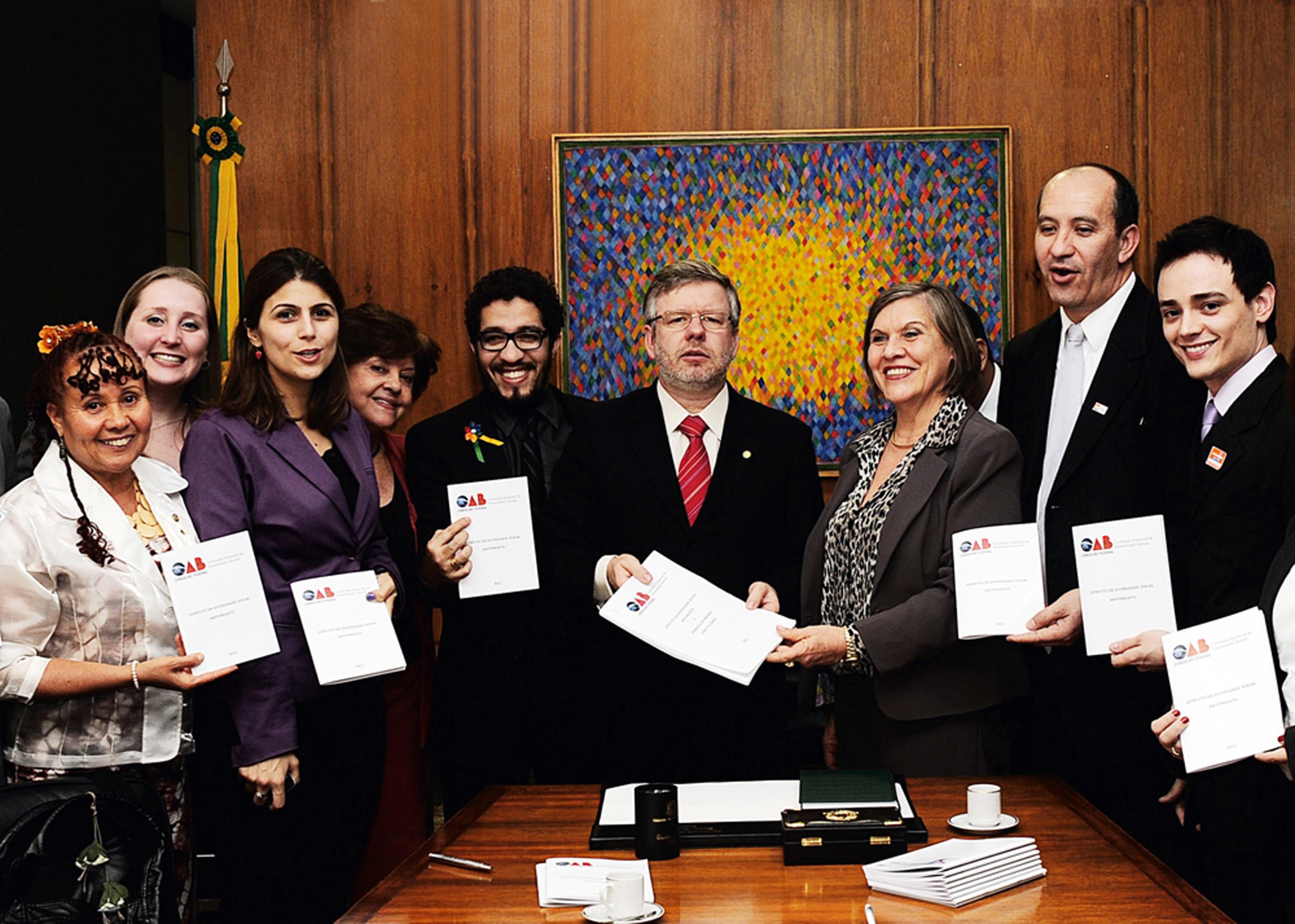 Com Jean Wyllys na entrega do anteprojeto do Estatuto da Diversidade Sexual ao presidente da Câmara, em 2011