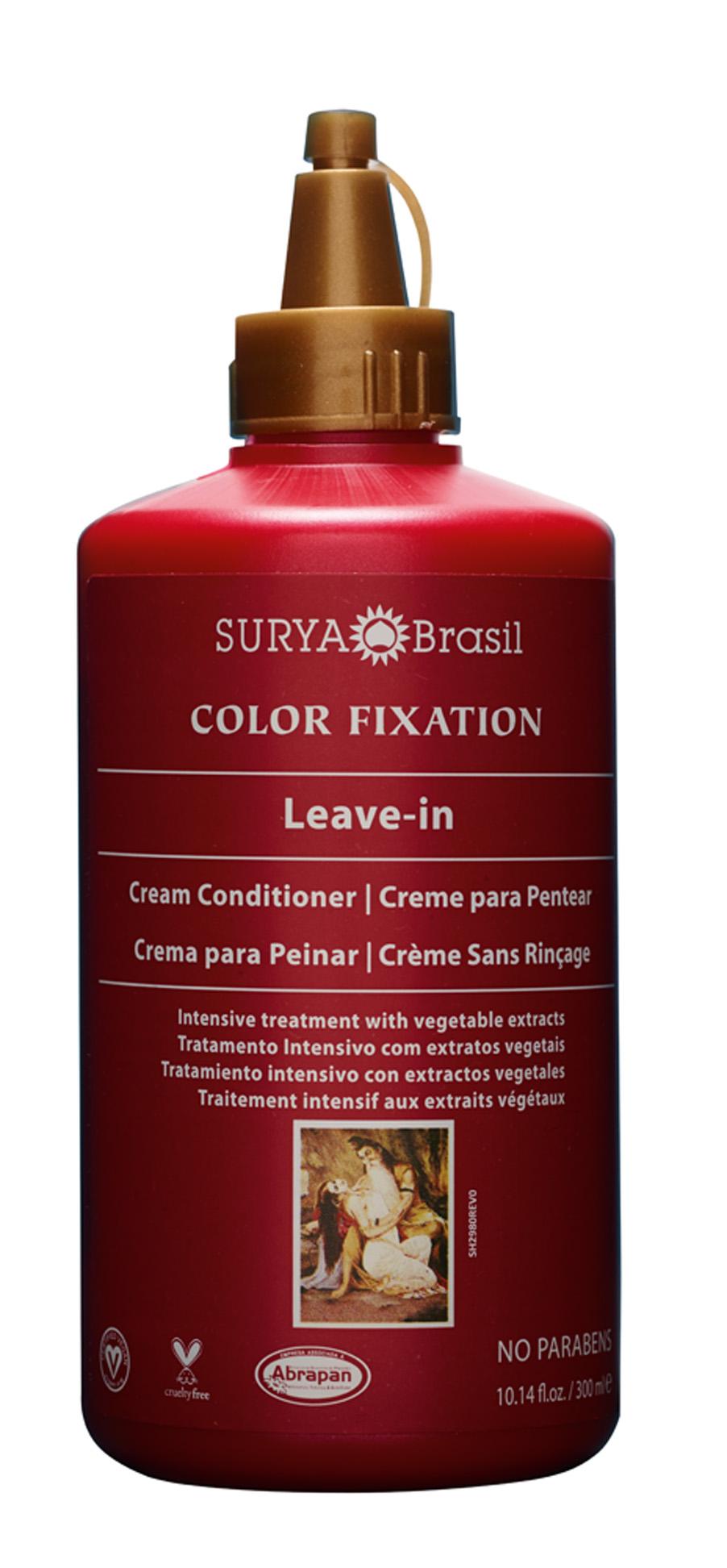 """Pele macia  """"Todos os produtos da Surya Brasil são bem legais e naturais. Na praia, uso o leave-in para desembaraçar o cabelo """""""