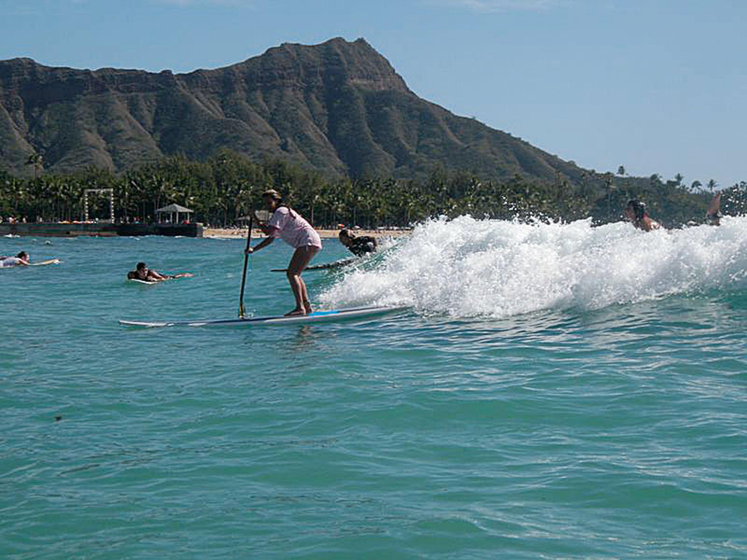 Havaí: Por que ir? É o lugar que mais amo. Bem completo, com praias para surfistas e não surfistas, museus, shoppings. Gente de tudo o que é idade aproveita.  Aonde ir? Haleiwa é uma praia em que quase todo mundo consegue pegar onda. Lá também fica o restaurante Haleiwa Joe's, imperdível para comer frutos do mar.