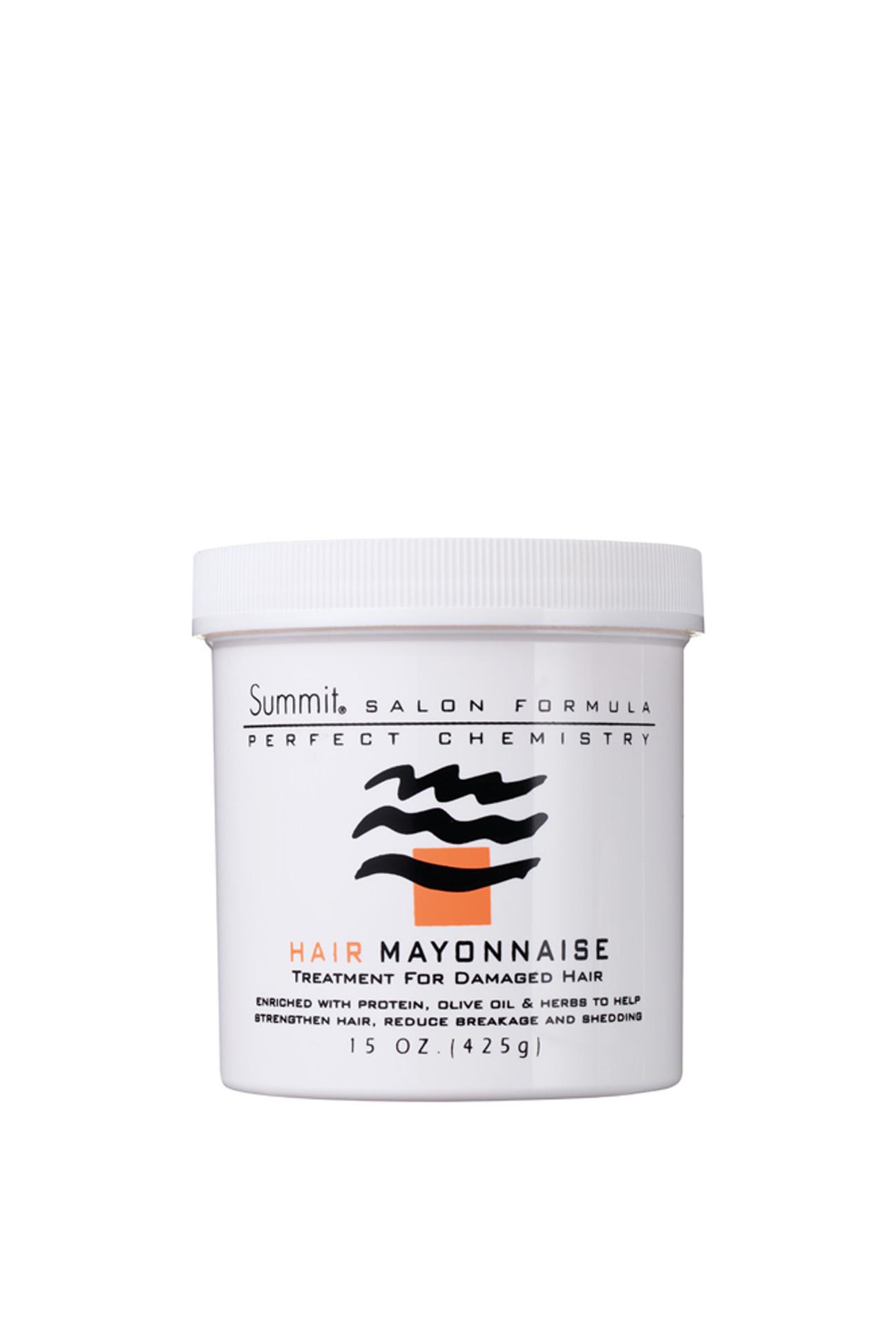 """Obrigatório  """"Meu cabeleireiro me ensinou que a hidratação é obrigatória para quem tem cabelos com química.  O resultado do Hair Mayonnaise, da Summit, é ótimo"""""""