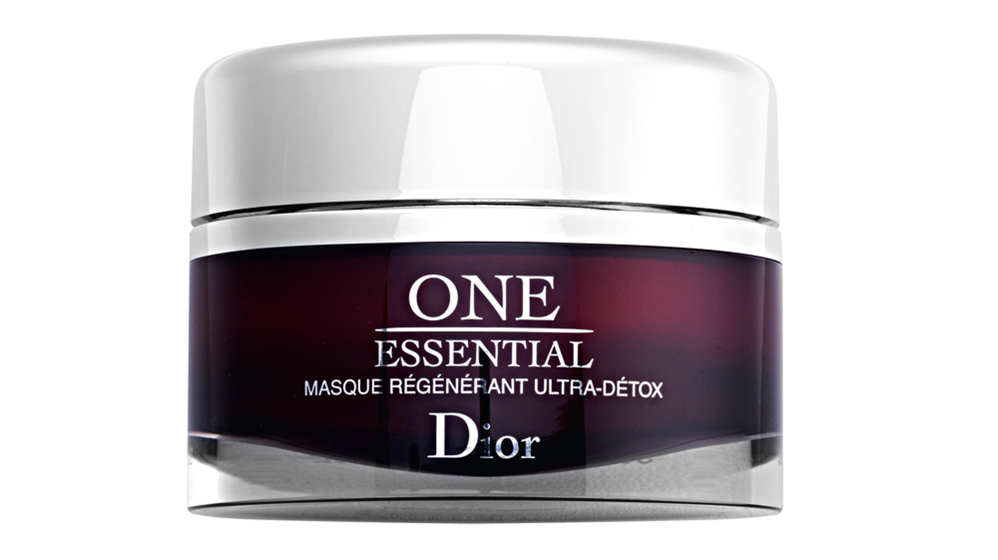 """Renovada: """"Quando sinto que a pele está com aspecto cansado, uso a máscara Regenerant Ultra Detox, da Dior, que é fantástica. Aplico de 15 em 15 dias"""""""