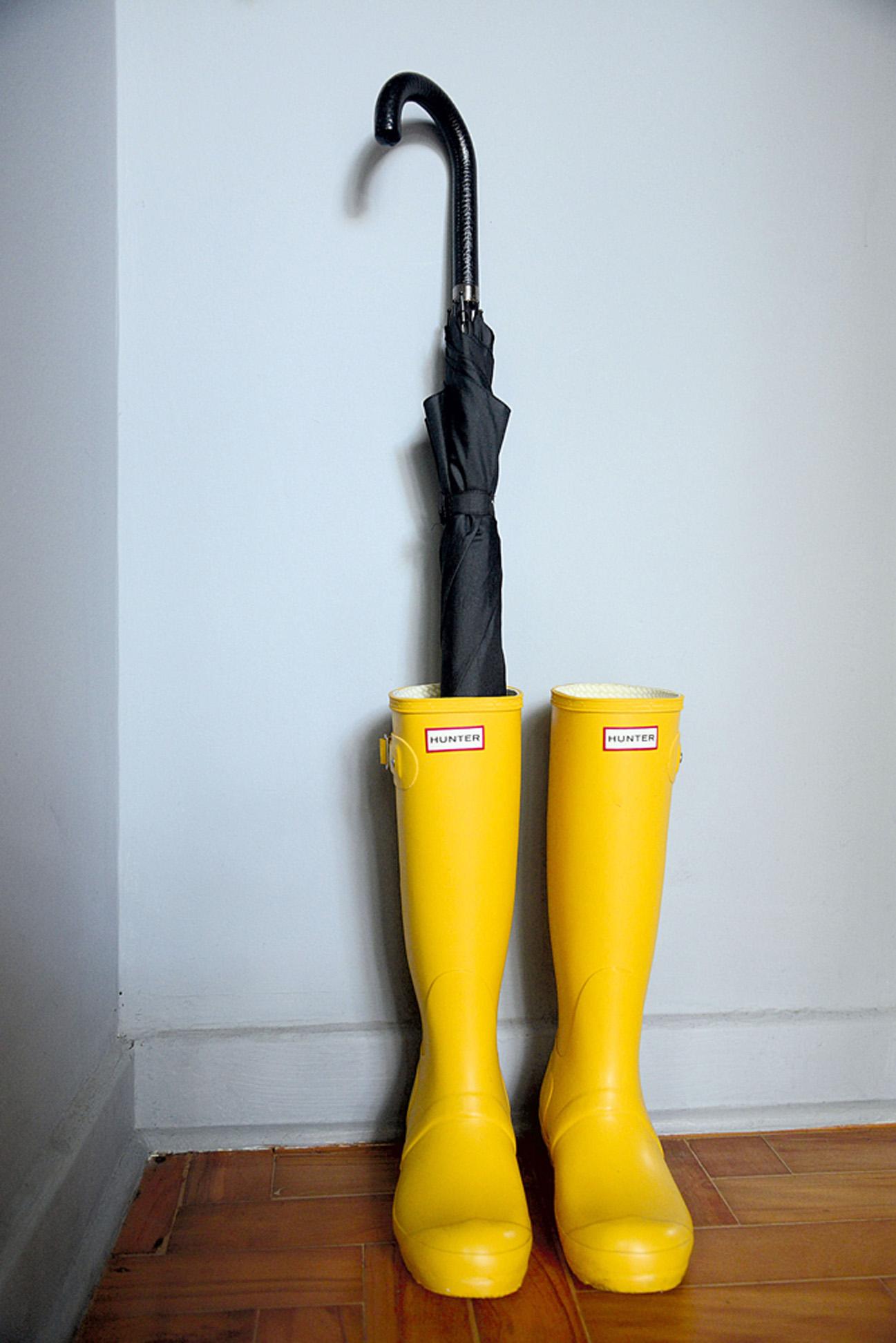 Glub glub: Estrategicamente posicionados próximos à porta, galochas e guarda-chuva estão a postos.