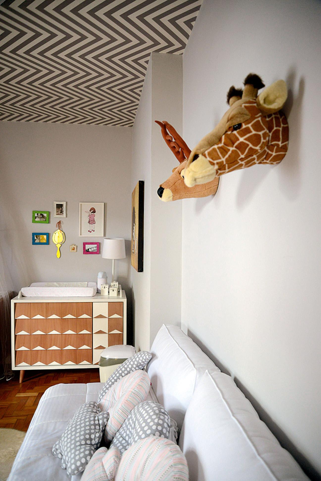 Nana, nenê: Os móveis do quarto de Martina foram todos feitos na Ameise Design. Os troféus de caça de pelúcia são da Coisas da Doris