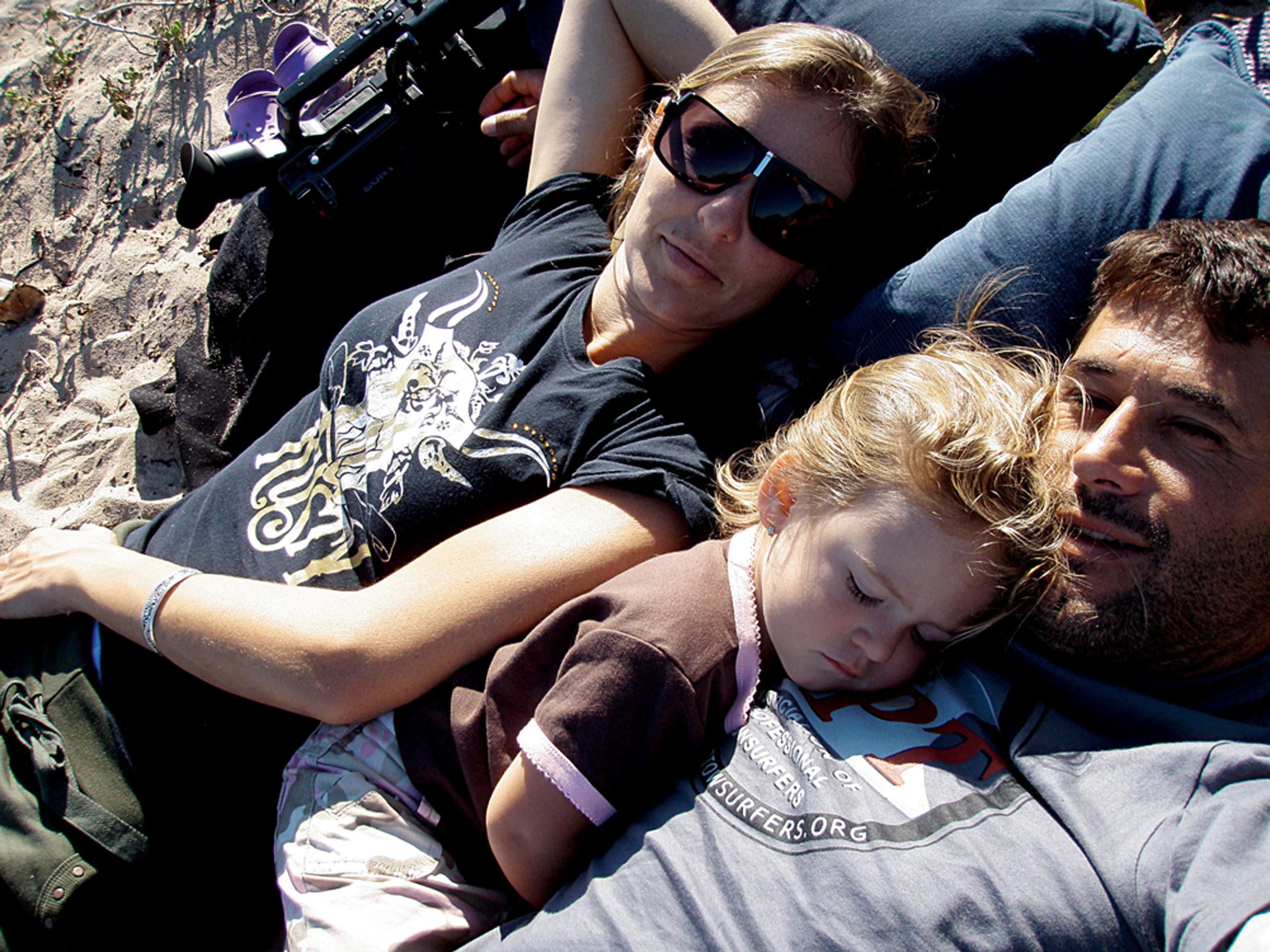 Os três na praia, em Margaret River, na Austrália